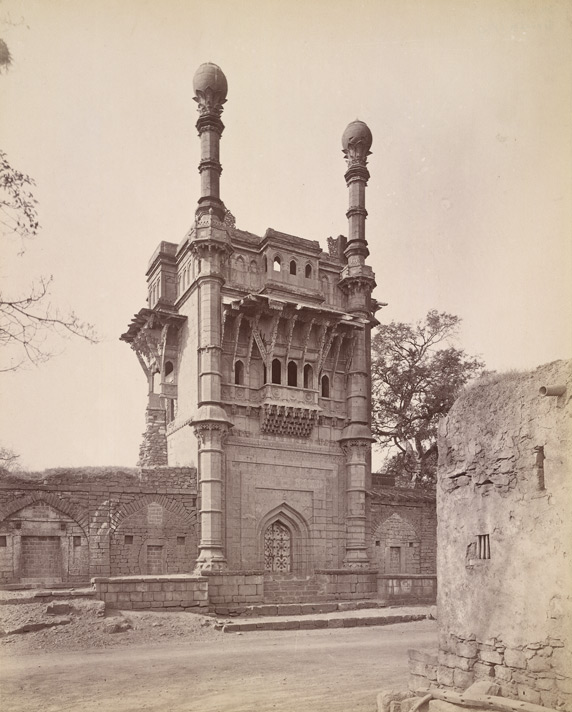 Front view of the Mehtar Mahal, Bijapur.